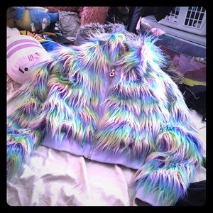 Sugar thrillz rainbow furry-jacket 🌈